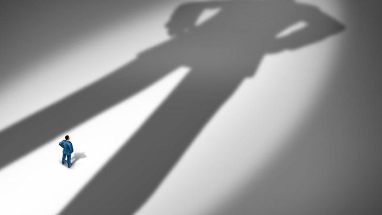 הצל – המרכיב הנסתר שקובע הצלחה יותר מאינטלגנציה וכישרון ולמה כמעט אף סדנת שיפור עצמי לא נוגעת בו?